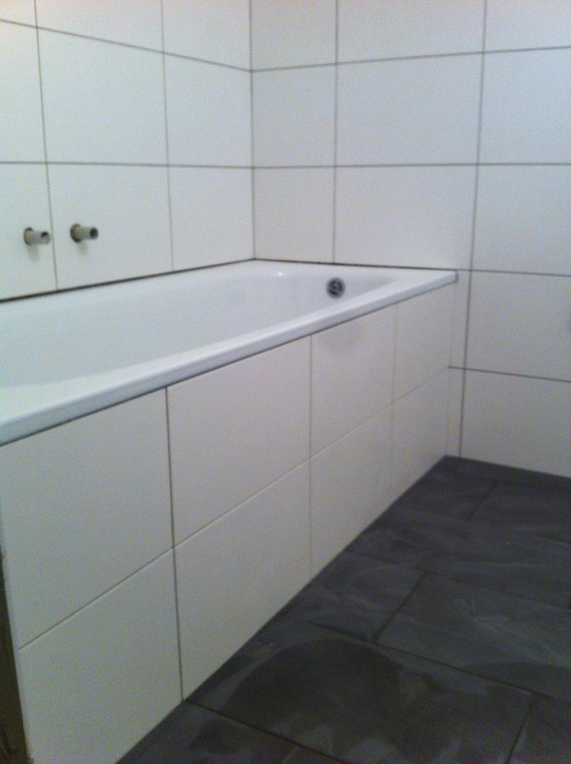 Badewanne treppe fliesen das beste aus wohndesign und - Fliesen schiene ...